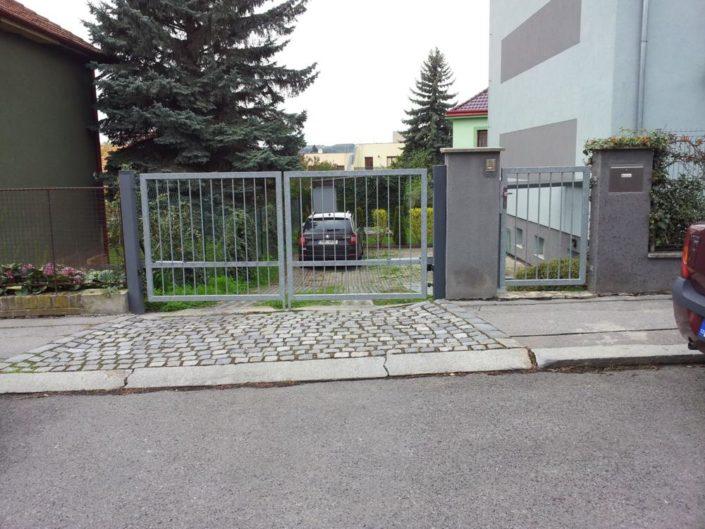 dvoukřídlová brána