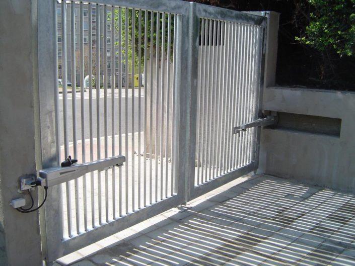 dvoukřídlová automatická brána