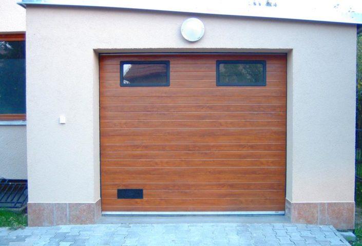 garážová vrata, dekor dřevo, s okénky