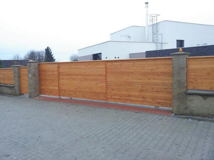 pojezdová brána, dřevěná