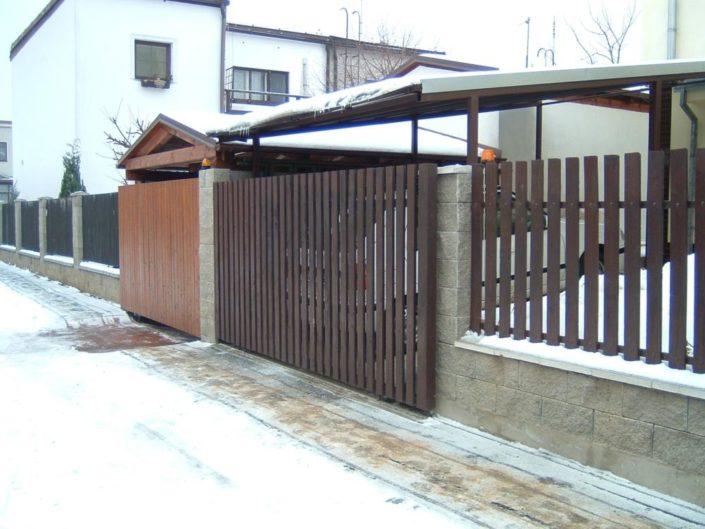 pojezdová brána, venkem