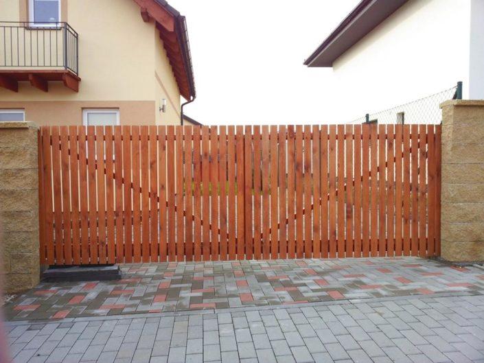 vjezdové samonosné brány, dřevěné